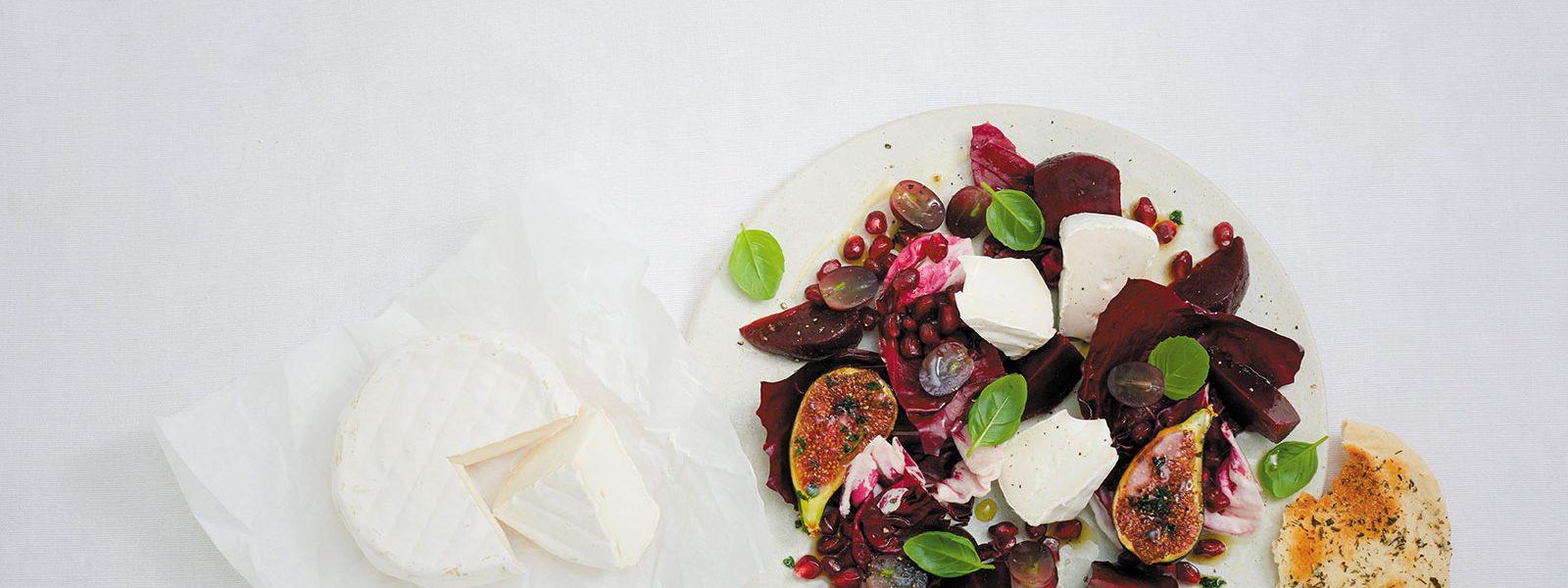 Salat mit Caprella Weichkäse als Hintergundbild für Casa di Pietro