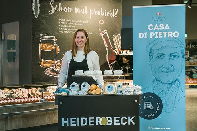 Werbestand von Heidebeck mit Promoterin