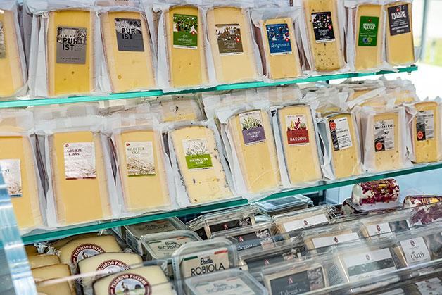 Käse Prepack Produkte mit Aufklebern