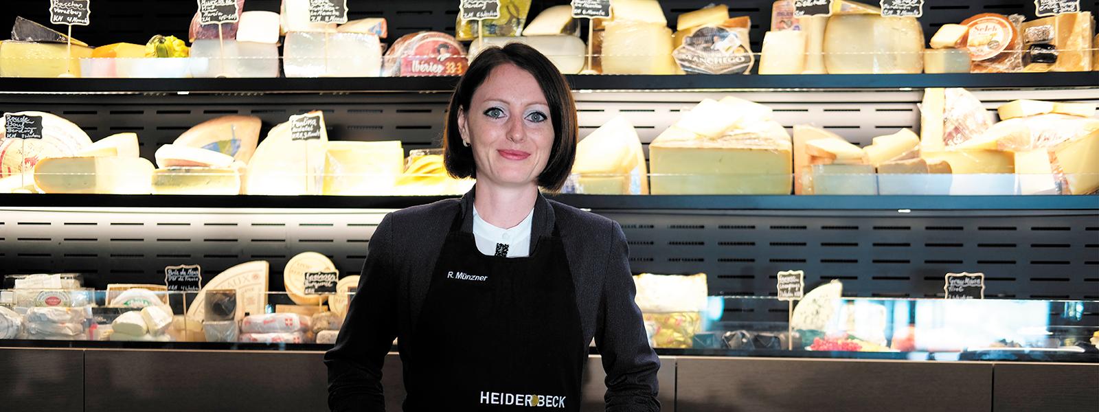 Larissa Krausel bei ihrer Prüfung zur Diplom Käsesommeliere in der Heiderbeck Akademie
